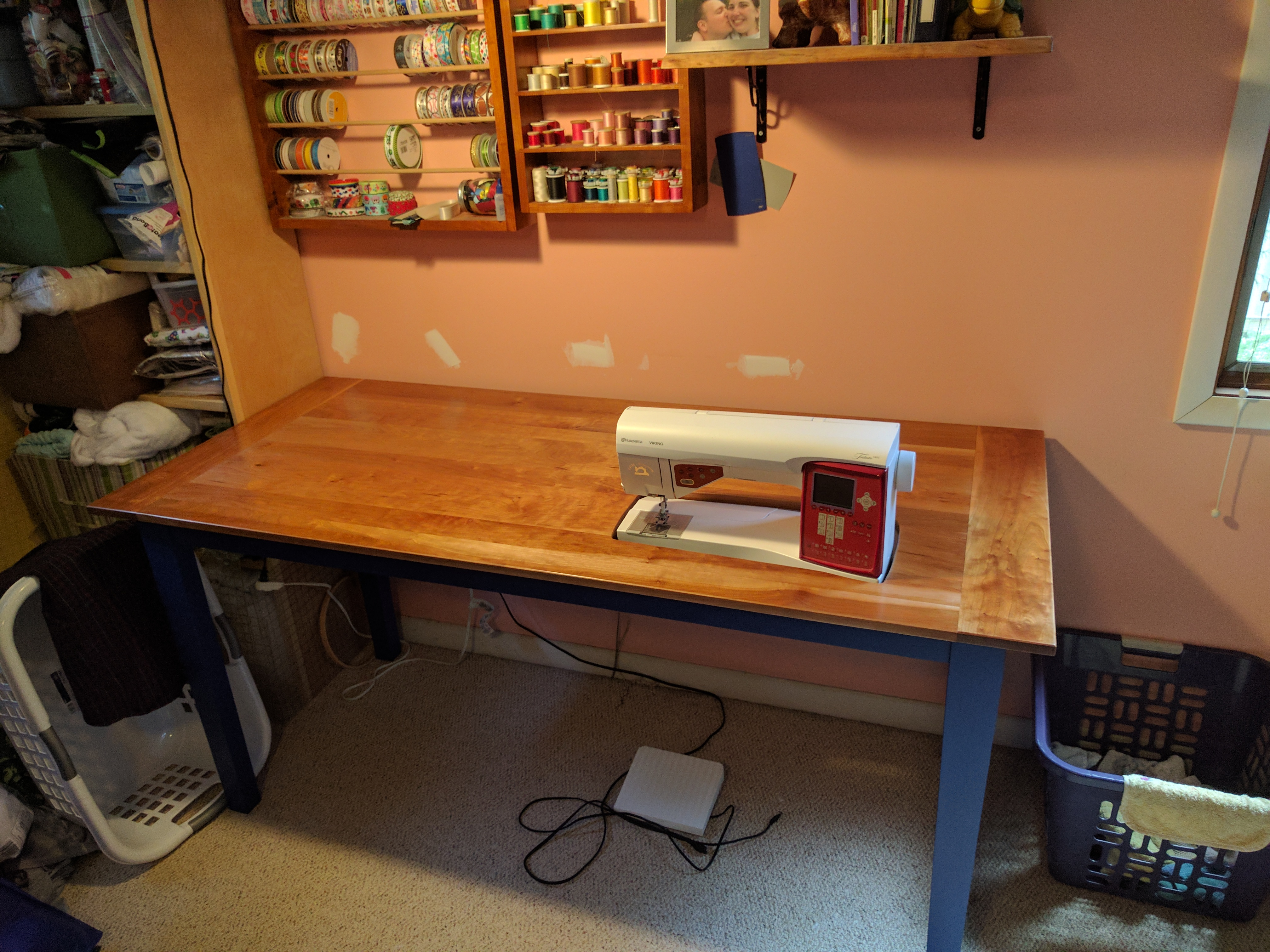 Sewing Table with Accessories   Turtle and Chicken
